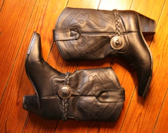 SALE -30% Oak tree Farms black leather mid calf boots with concho details 6.5 us