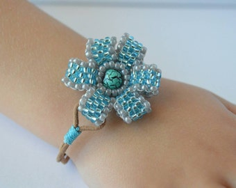 Tourquise beaded flower bracelet