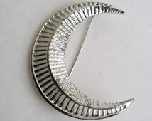 Amazing Vintage Sarah Coventry Silver Tone Crescent Moon Pin Brooch