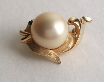 Amazing Vintage Signed MAJORICA Gold Tone Faux Pearl Jelly Belly Fish Pin Brooch