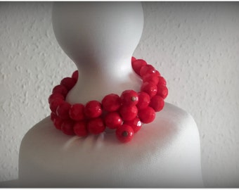 Vintage 50s bright red faceted glass bead bangle bracelet