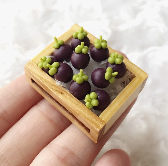 Miniature Mangosteens in the Wooden Tray,Miniature Mangosteens,Dolls House, Miniature Fruit,Miniature dolls,Miniatures accessories