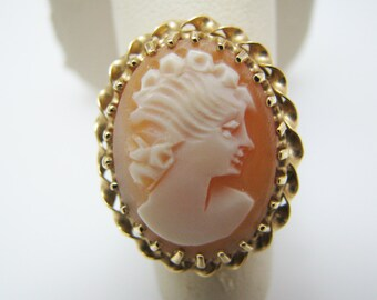 Lovely 14k Yellow Gold Cameo Ring