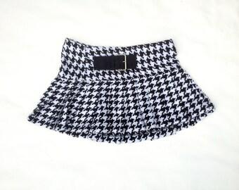 Vintage skirt / HERRINGBONE MINI SKIRT / Black and White pleated Mini Skirt