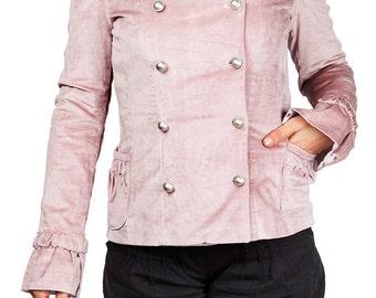 Veste cintrée en velours ras ou côtelé, poches côté, manches évasées, double boutonnage