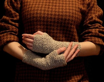 Nålebinding, Naalbinded Mittens, Naalbinding Gloves, Viking Mittens, Norse, Medieval Winter Clothing Reconstruction