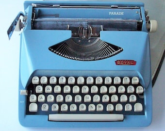 Vintage Royal Parade Typewriter / Small Portable Profile / Great Blue Color!