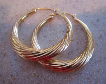 14 kt Hoop Earrings large sold gold excellent vintage condition