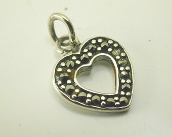 Heart outline charm sterling silver marcasite pendant 0.8 grams