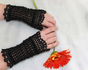 Black lacy crochet fingerless gloves, Victorian style wrist warmers, Crochet lacy wristers, Gothic style wrist arm cuffs
