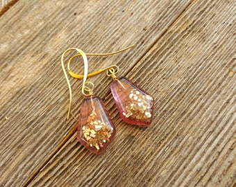 Pink resin geometric earrings with gold glass glitter