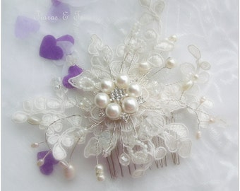 Soft ivory lace and pearl bridal hair comb, ivory lace hair comb, wedding lace hair comb, wedding lace hair comb, fresh water pearl haircomb