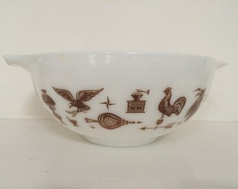 Cinderella Pyrex Medium Mixing Bowl - 2 1/2 Quart Pyrex Mixing Bowl - Retro Kitchen
