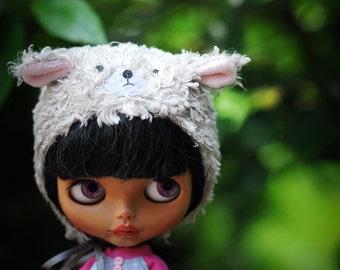 hat/ bonnet for Blythe  from blablablythe
