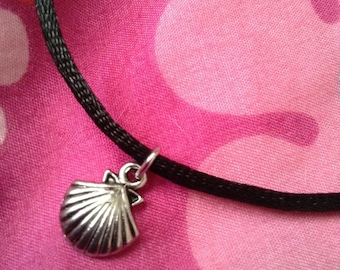 Choker with shell charm