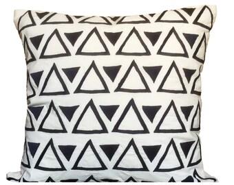 White Black Geometrical Pattern Pillow Cover Triangles Pillow Cover Black & White Accent Pillow 14x14 16x16 18x18 20x20 22x22