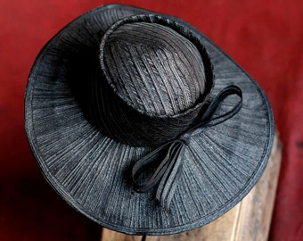 Gorgeous vintage Large wide rimmed straw hat Mildred Creator - black crisp straw hat with bow and large rim