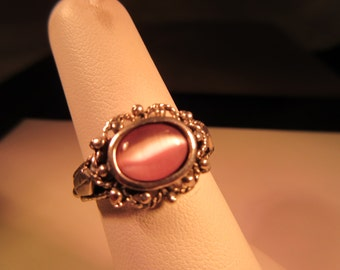 Cool Vintage Sterling Silver Mauve Cats Eye Ring 7.5
