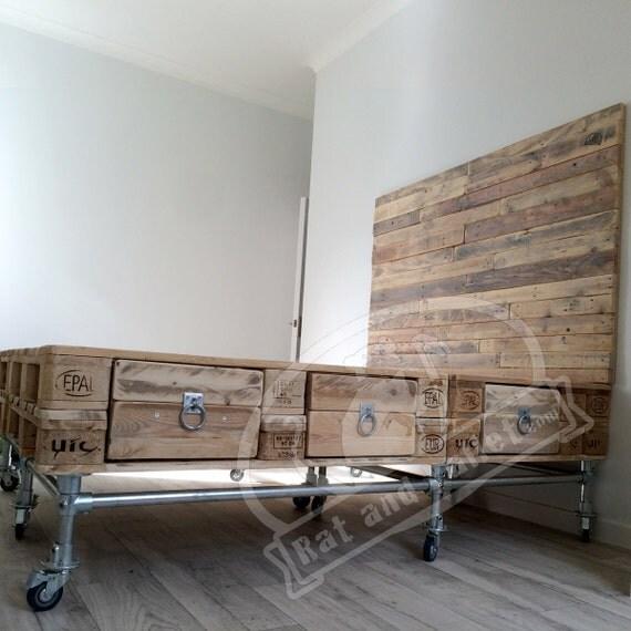 meuble en palette bois occasion. Black Bedroom Furniture Sets. Home Design Ideas