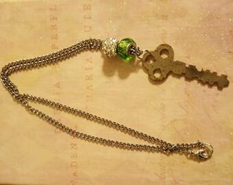 Key Necklace, Bead Necklace, Key Pendant Necklace, Key Jewelry, Jewelry, Necklace, Key Fashion, Handmade Necklace, Charm Necklace, Green