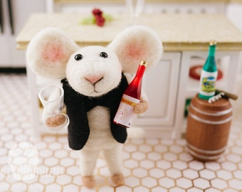 Saul the Sommelier - Needle Felted Mouse with Wine