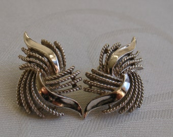 Vintage TRIFARI CROWN Textured and Shiny Silver Tone Swirled Clip On Earrings