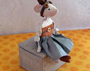 Sculpture papier mâché, little mouse, steampunk, treasure, poetic decoration, paper mache box style, interior decoration, OOAK