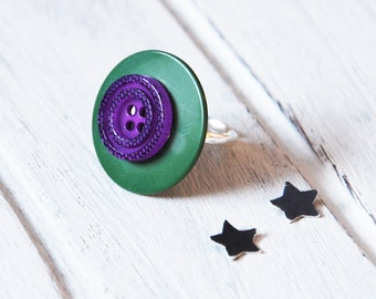 Ring made with recycled buttons, consisting of a green button and a purple button 4 holes, Adjustable ring, fanciful jewel