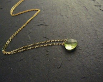Fine necklace with green quartz, green fine gold filled necklace with gemstone, Crystal pendant, chain with Briolette, gold necklace with pendant