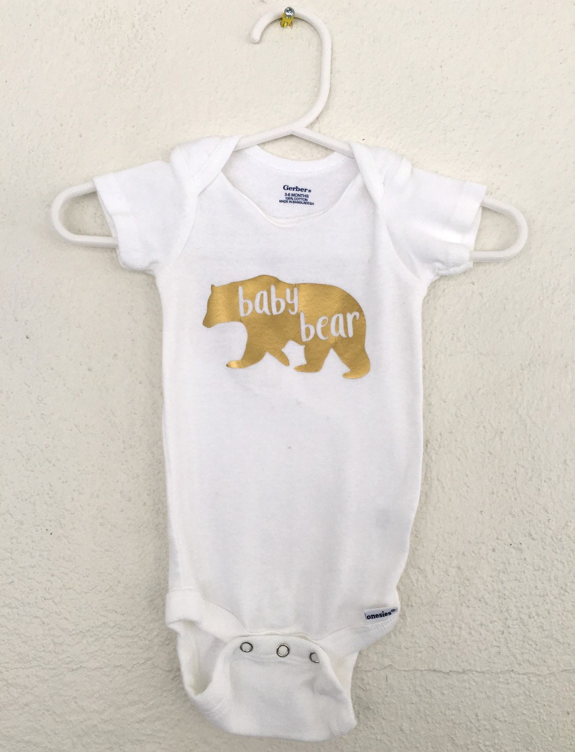 This has to be the best thing to do with a onesie after your baby has outgrown it. Artists and crafty moms are turning those old baby clothes into teddy bears and parents are loving them.