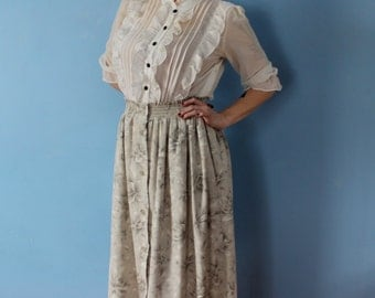 Grey Gardens Vintage Full Midi Skirt // Grey Floral Pattern Ruched Elastic Waist // Buttons Down Front // Twirly 1940s Inspired Womens M