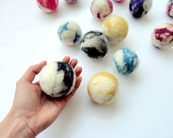 Cat toy jumbo felted wool cat ball-, Surprise color, Natural, animalove