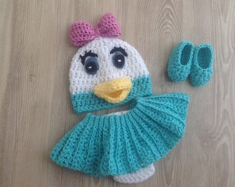 Daisy Duck Hat, diaper cover and slipper outfit  photo prop set for your Newborn's first pictures. Hat, diaper cover