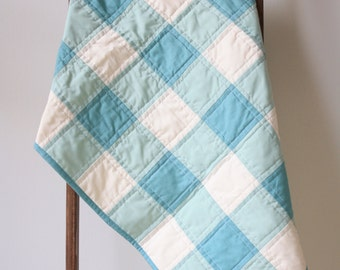 Green baby quilt - Gingham baby quilt - Green white crib quilt