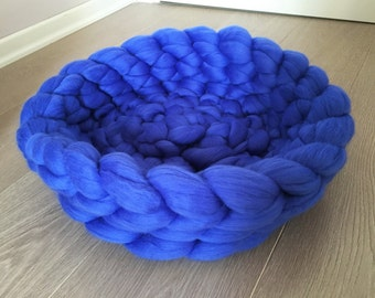 Cat bed, Dog bed, Pet bed, Soft and Chunky Pet house, 18 microns merino wool, NO MULESING Wool, Express Shipping