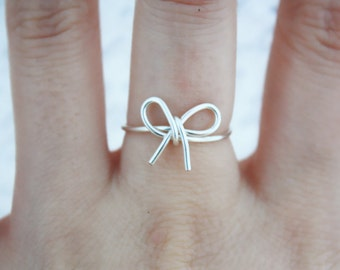 Silver Bow Ring//Bow ring, wire bow ring, Thin silver ring, Dainty Ring, Wire ring, Elegant Ring,Tied Ring,Bow tie Ring, Bridesmaid Gift