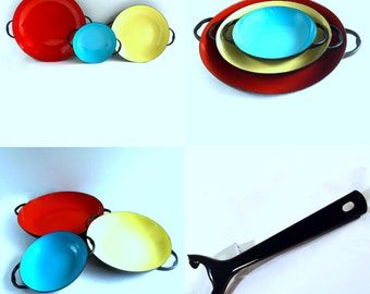 Set of 3 Enamel Pans with Handle, Mid-Century Nesting Sauce Pans, Paella Red Yellow Blue set of 3 Like New in Original Box from Yugoslavia