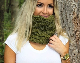Green Loop Scarf, Green Cowl Scarf, Green Neckwarmer, Green Crochet Scarf, Green Winter Scarf, Green Chunky Scarf, Wool Scarf, THE ISABEL