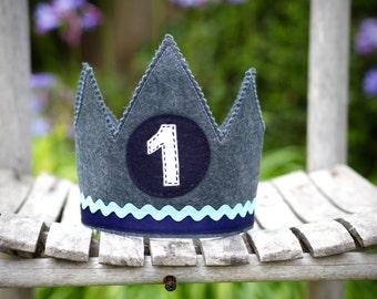 Felt crown, blue crown, party crown, boy's crown, boy crown, birthday, personalized crown, kings crown, pretend play, smash cake, adjustable