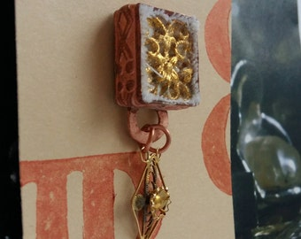 Brooch with filigree pendant