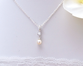 Solitaire Pearl Necklace, Simple Pearl Bride Necklace,  Bridesmaid necklace, pearl necklace, Solitaire Pearl Pendant, Bridal pearl Jewelry