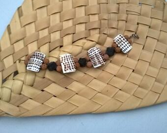Bracelet natural materials