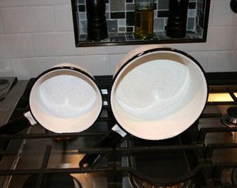 Set of Two Speckled Enamelware Pans//Speckled With Black Trim Enamelware//Vintage Enamelware