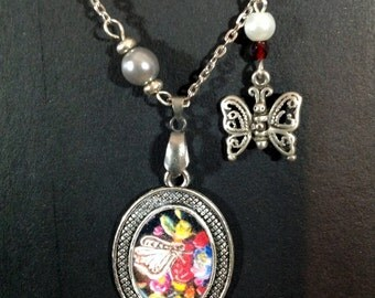 Necklace charm flower medallion pattern butterfly, size 25 mm x 35 mm pendant chain 55 cm