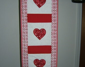Valentine table runner/ wall hanging