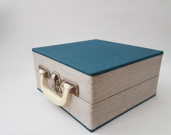 """Vintage 7"""" (18cm) record case with 20 sleeves  #133A641X10"""