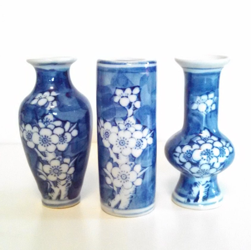Vintage blue and white bud vases chinese oriental home decor for Home decor vases