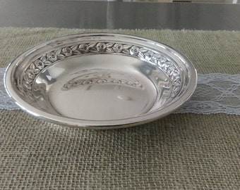 Vintage Reed and Barton Silver Plated Candy/Nut/Trinket Dish 1204 With Rose Embossing