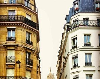 Montmartre/Paris/Buildings/Colors/Deco/Room/France/Travel/White/Spring/Trip/Europe