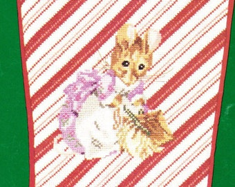 Beatrix Potter ** HUNCA MUNCA Stocking ** Counted Cross Stitch Design Leaflet from Green Apple Out of Print 1994